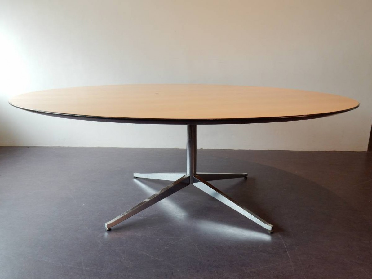Large Round Conference Or Dining Table By Florence Knoll